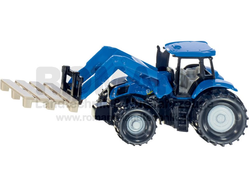 Traktor mit Palettengabel und Palette