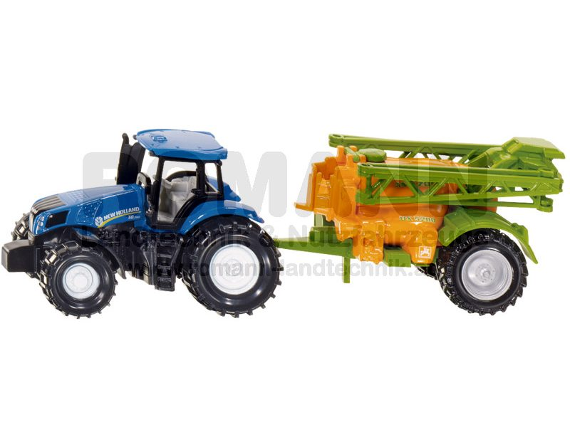 New Holland Traktor mit Feldspritze